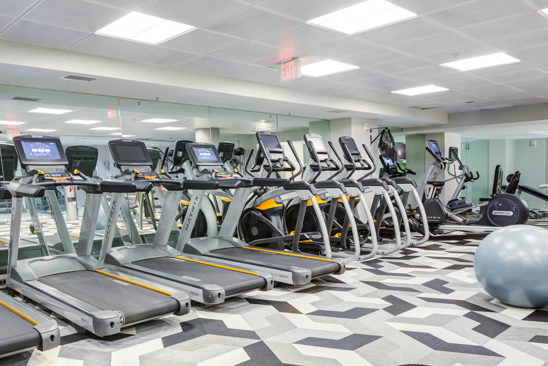 Gym with treadmills, elliptical trainers and bikes